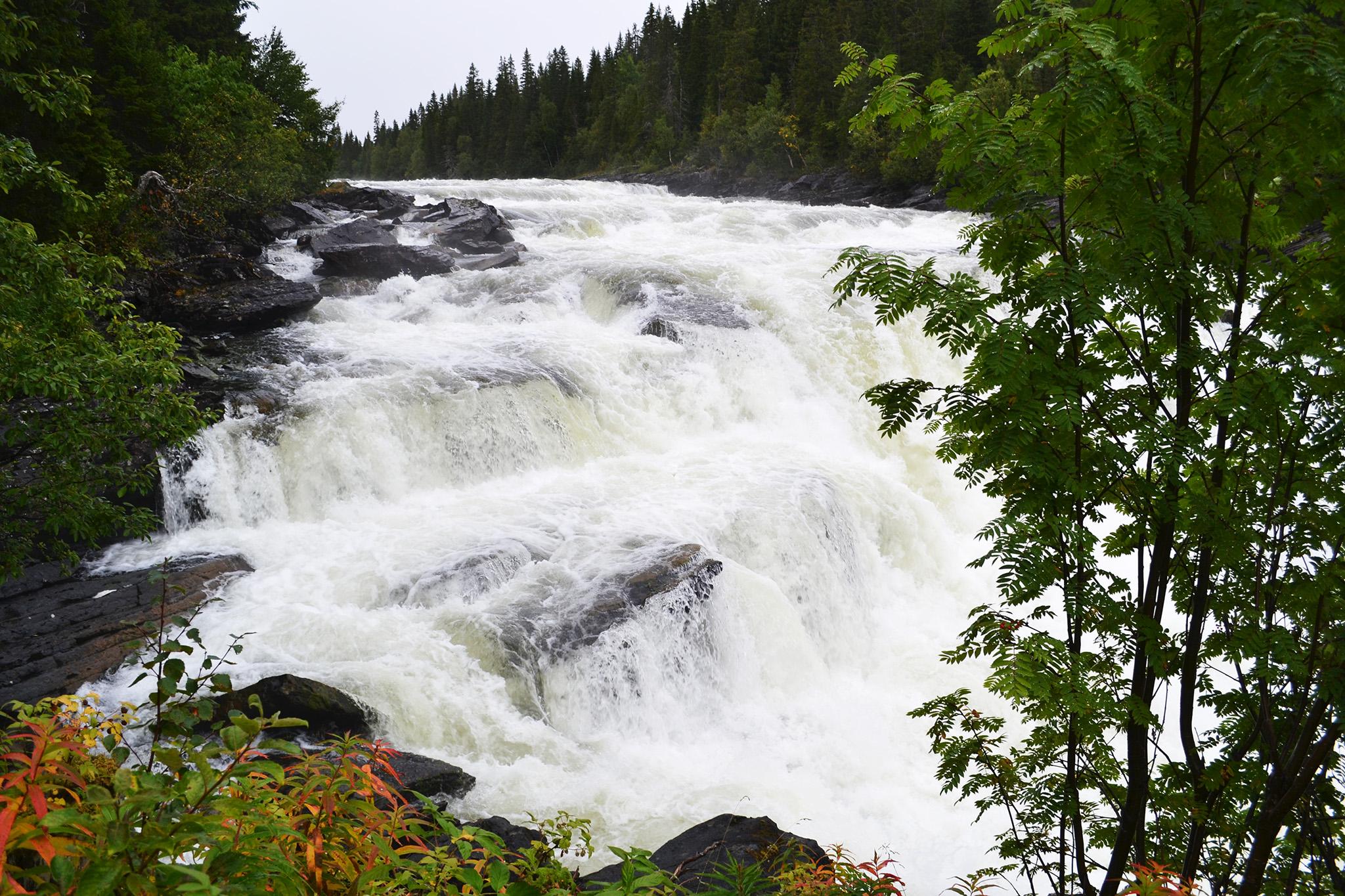 vodopad-uprostred